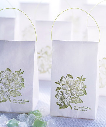 Appetizing wedding guest favors