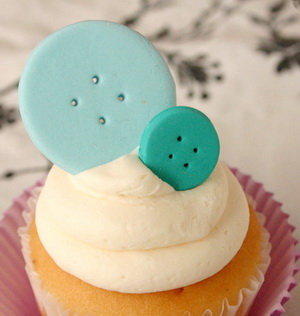 Edible button cake toppers