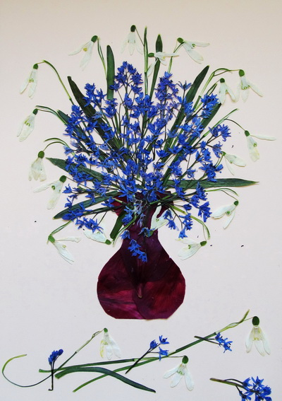 Picture with pressed and dried flowers
