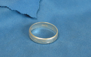 tips-when-buying-wedding-bands-keep-clean