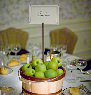 Wedding decorations 5 nature themed outdoor wedding centerpieces natural wedding centerpieces apples junglespirit