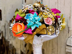 unique-bridal-bouquet-brooches