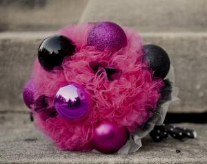 unique-bridal-bouquet-chirstmas balls