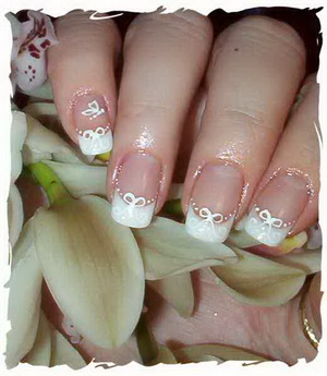 how-to-choose-wedding-accessories-bridal-nails
