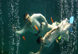 wedding-photo-shooting-under-water