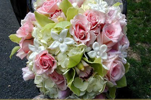 popular-wedding-flowers-calla-stephanotis