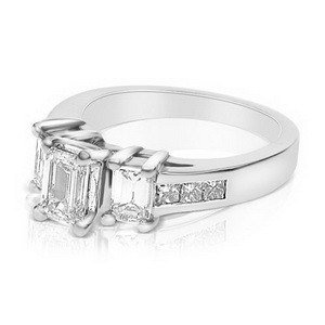 princess-cut-wedding-ring