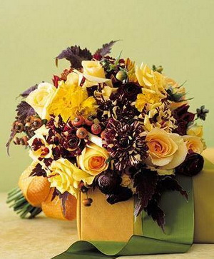 fall wedding bouquet (source:leventdesignstudio.wordpress.com )