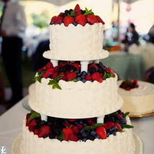 how to ice a fruit wedding cake personality and wedding cakes all about wedding 15743